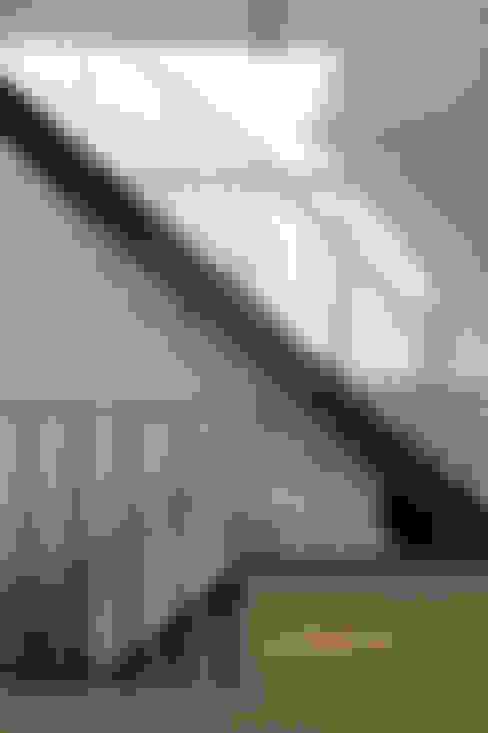老屋翻新大改造:  樓梯 by 夏禾創作有限公司