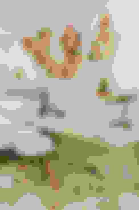 Girl's Bedroom 1:  Bedroom by Living Innovations Design Unlimited, Inc.