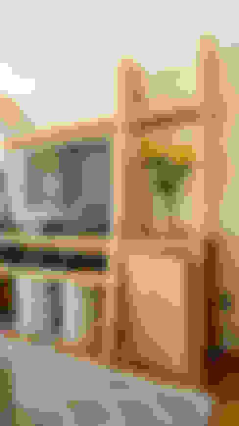 Mueble fabricado a medida: Paisajismo de interiores de estilo  por Klover