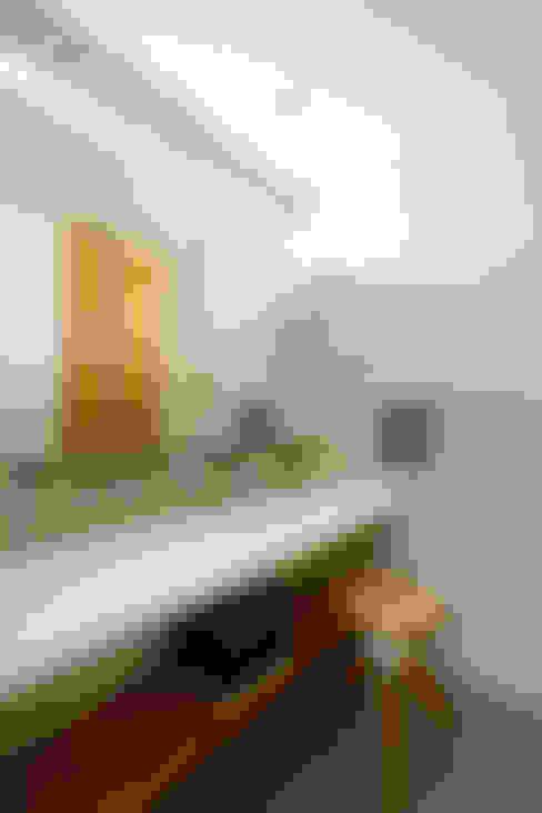 Bathroom by H建築スタジオ