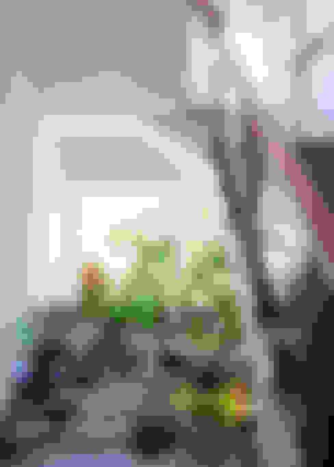 Độc Đáo Với Nhà Phố 3 Tầng Đẹp Có Thiết Kế Hồ Bơi Trên Sân Thượng :  Cầu thang by Công ty TNHH Xây Dựng TM – DV Song Phát