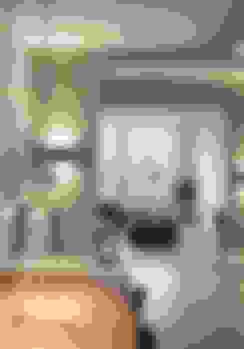 Leefkeuken met zicht naar woonkamer:  Eetkamer door Thijssen Verheijden Architecture & Management