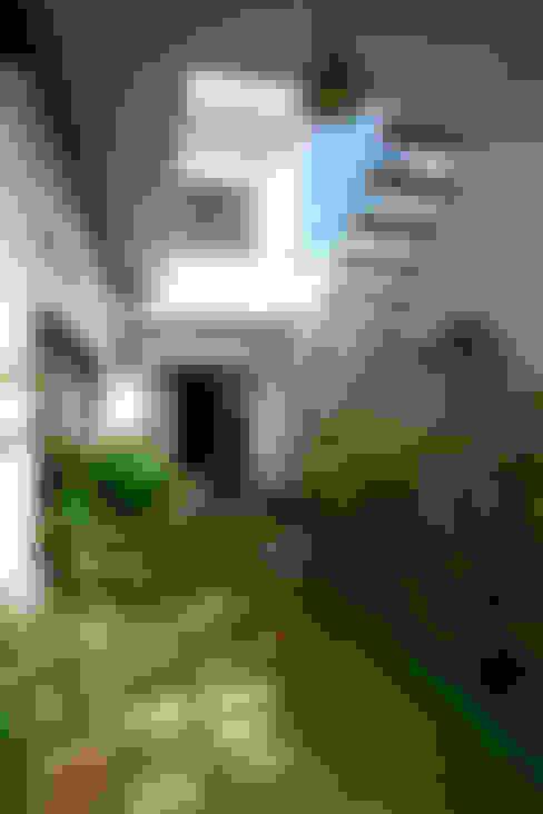 Thắm Đượm Nét Quê Trong Thiết Kế Nhà Phố 2 Tầng Ở Đà Nẵng:  Sân trước by Công ty TNHH Xây Dựng TM – DV Song Phát