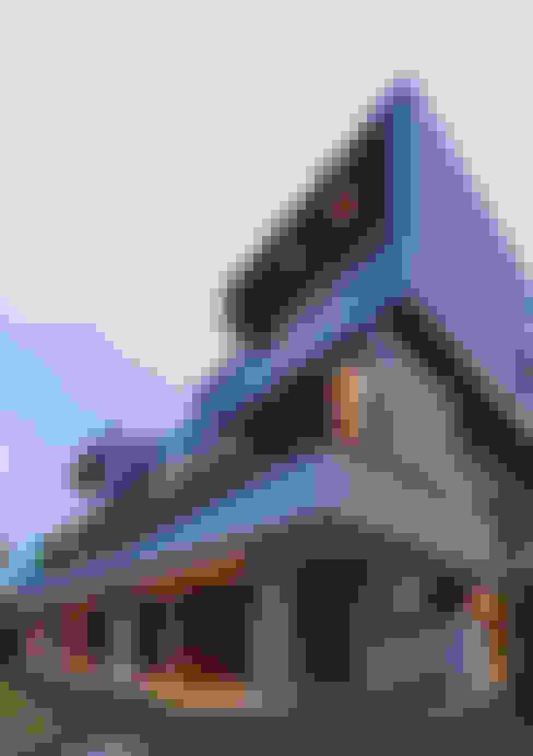 Rear Elevation - night:  Houses by MJKanny Architect