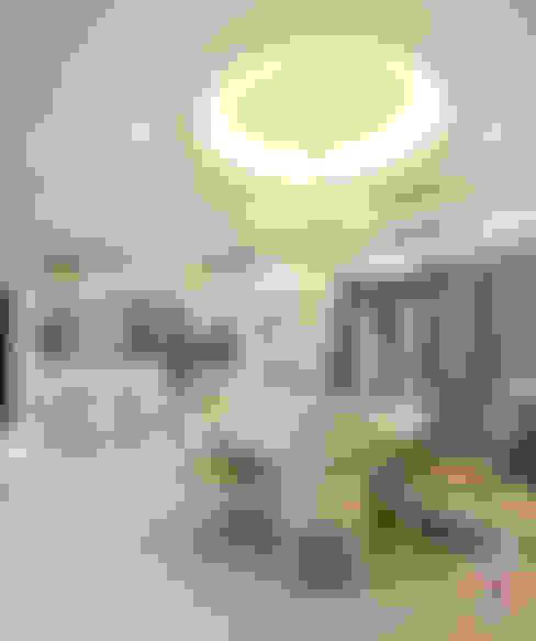 Dining room by Hatch Interior Studio Sdn Bhd
