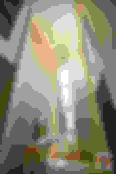 Corridor & hallway by Hatch Interior Studio Sdn Bhd