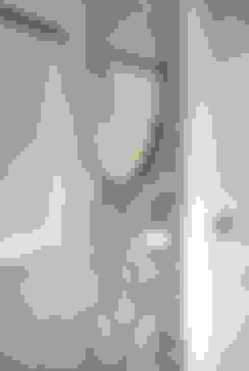 吹頭髮區:  浴室 by 以恩設計