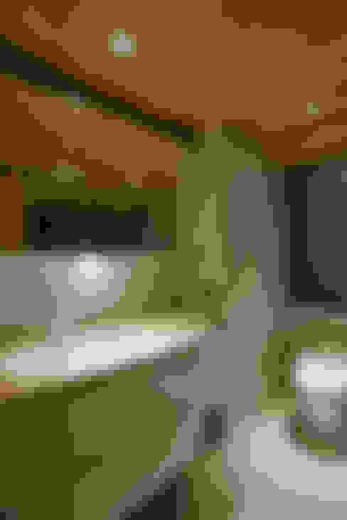 住空間-信義路:  浴室 by 青易國際設計