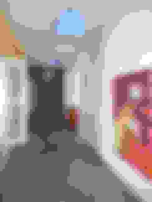 Pasillos y hall de entrada de estilo  por Estudio Dillon Terzaghi Arquitectura - Pilar