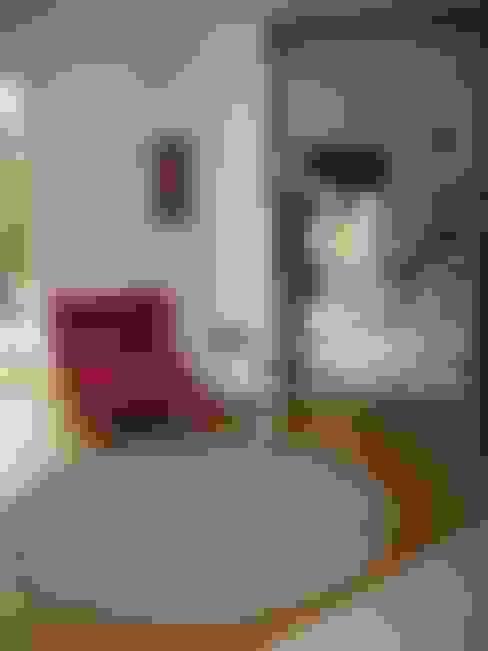 Décoration complète d'une maison contemporaine Saint Prix 95390:  de style  par h(O)me attitudes by Sylvie Grimal