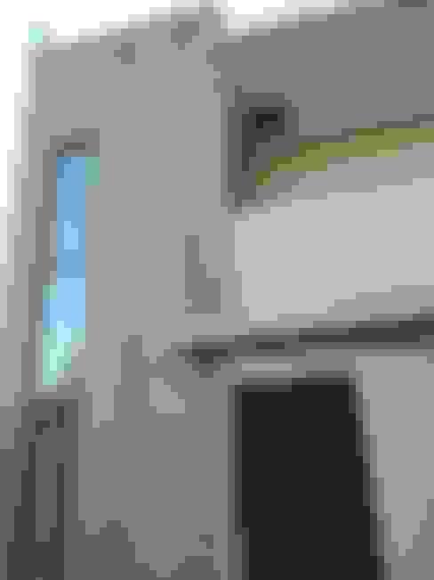 Acceso principal: Casas unifamiliares de estilo  por MSGARQ