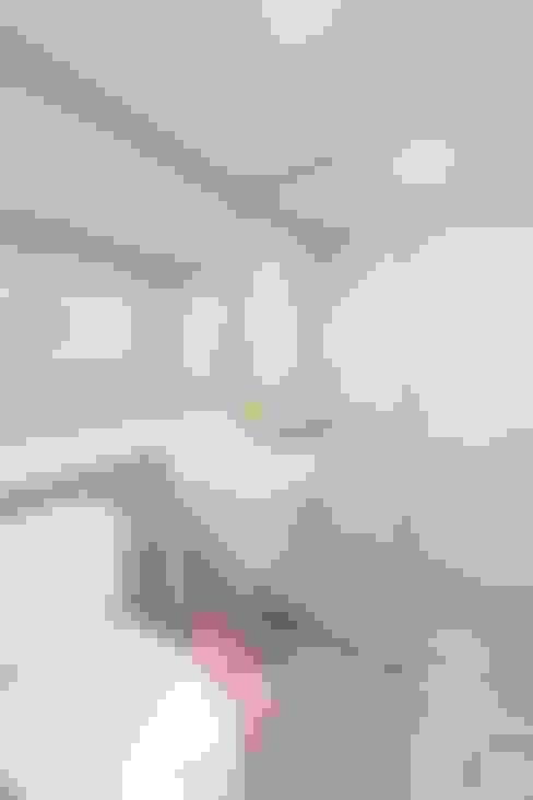 Baños de estilo  por 디자인투플라이