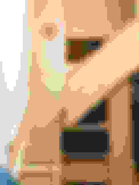Escaleras de estilo  por 圓方空間設計