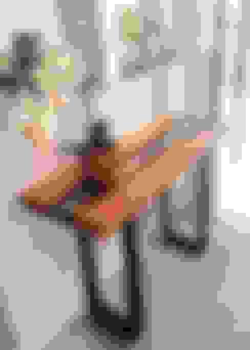 ArboREAL - Aparador em Madeira Maciça: Corredor, vestíbulo e escadas  por ArboREAL Móveis
