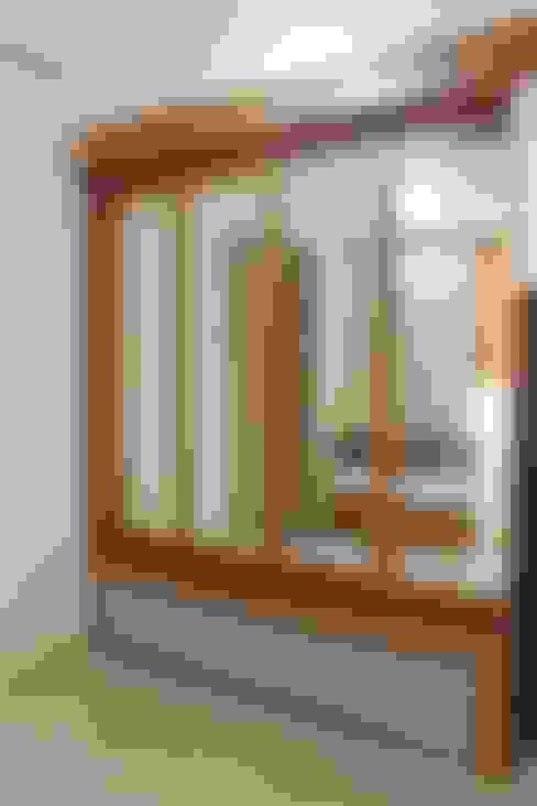 Galeri Ciumbuleuit III - 2 Bedroom Cypress:  pintu kaca by POWL Studio