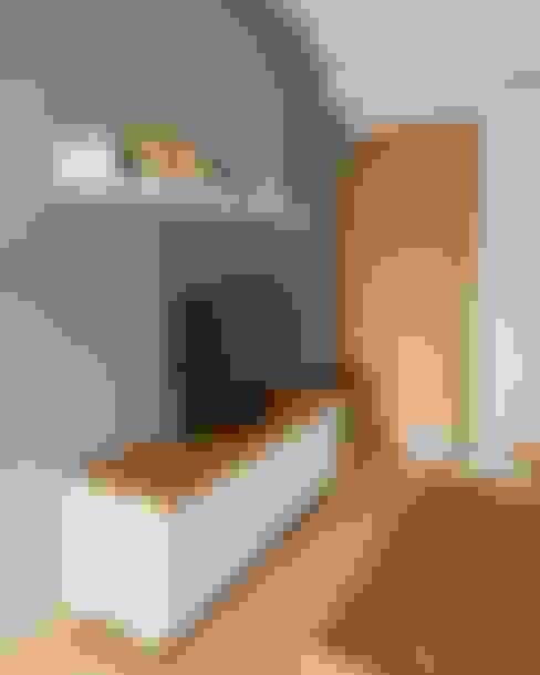 Ruang Tamu:  Ruang Keluarga by FIANO INTERIOR