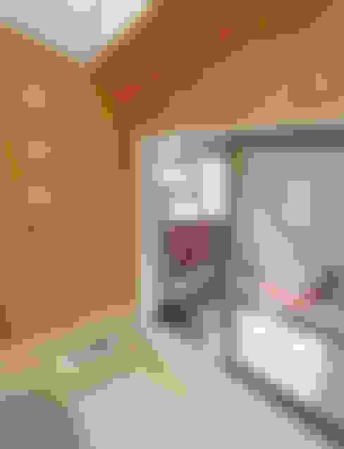 Baños de estilo  por 遠藤浩建築設計事務所 H,ENDOH  ARCHTECT  &  ASSOCIATES