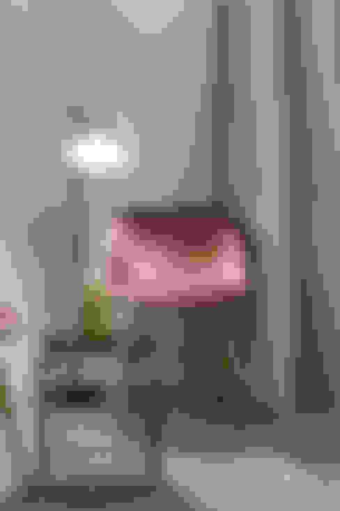 """""""Vacanze Romane"""" appartamento Short Rents: Paesaggio d'interni in stile  di Creattiva Home ReDesigner  - Consulente d'immagine immobiliare"""