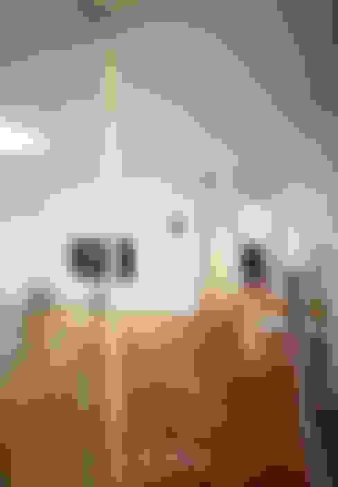 Corridor and hallway by 스테이 모던 (Stay Modern)