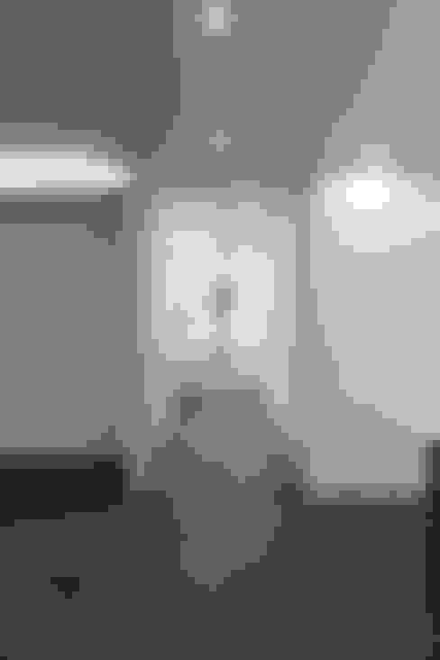 Porte interne in stile  di 홍예디자인