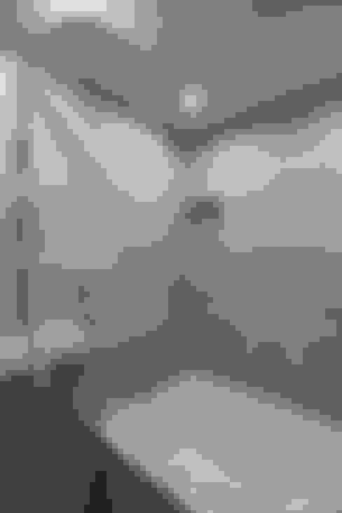 Bagno in stile  di 홍예디자인