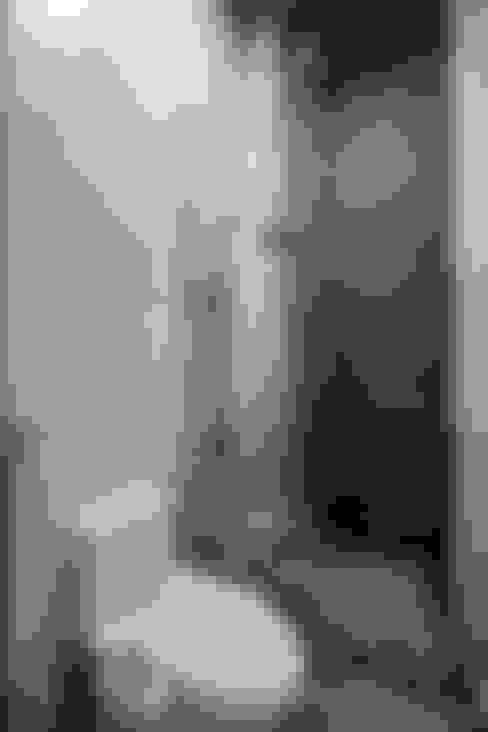 Bathroom by Mét Vuông