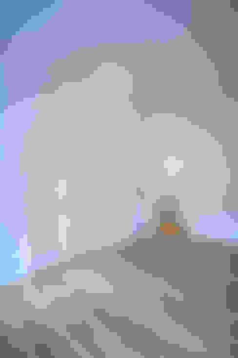 Living room by Holzeco GmbH - Komplettsanierungen in Berlin