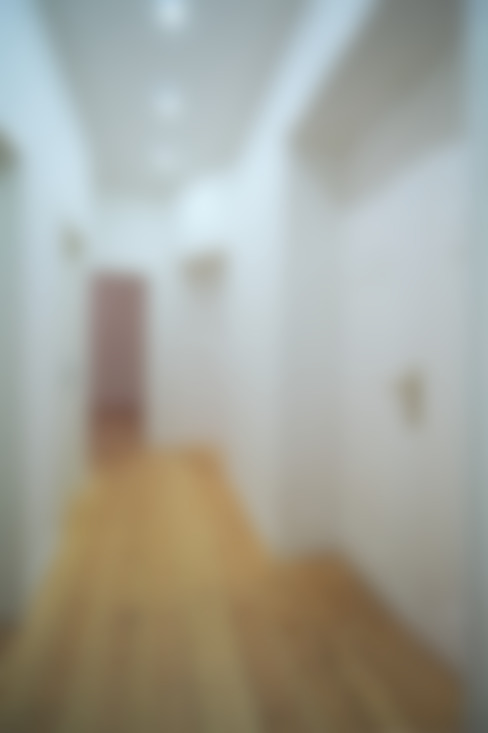 Corridor, hallway by Holzeco GmbH - Komplettsanierungen in Berlin