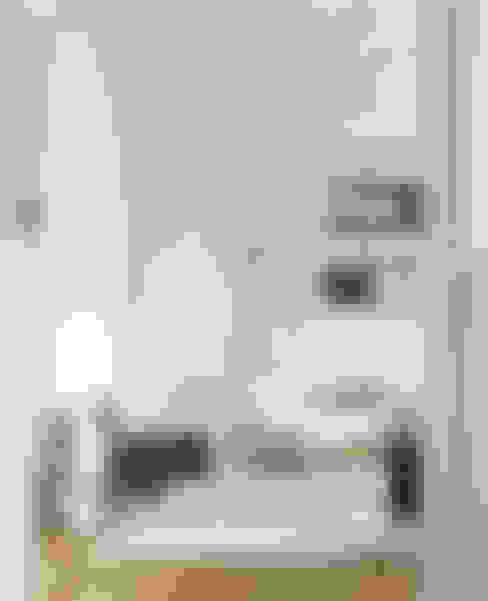 Salas / recibidores de estilo  por notooSTUDIO srl