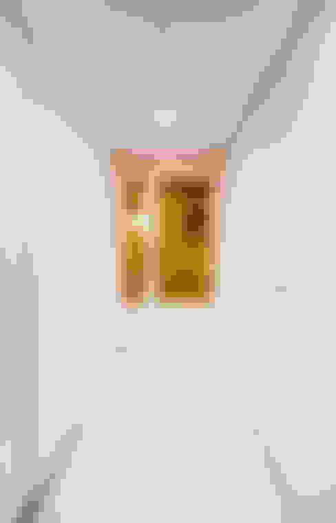 Corridor & hallway by 디자인 아버