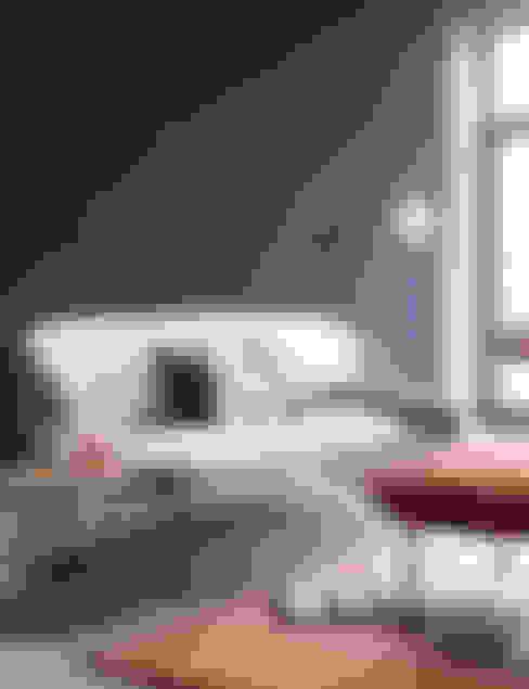 Trendfarbe Blueberry:  Wohnzimmer von SCHÖNER WOHNEN-FARBE