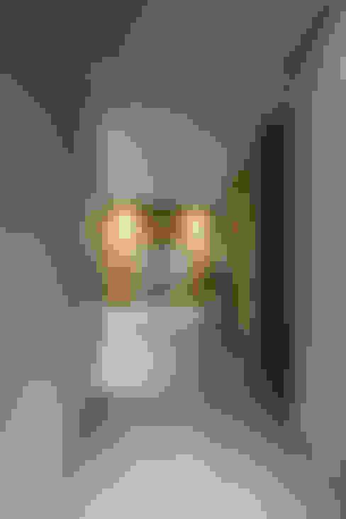 入門走廊:  走廊 & 玄關 by 竹村空間 Zhucun Design