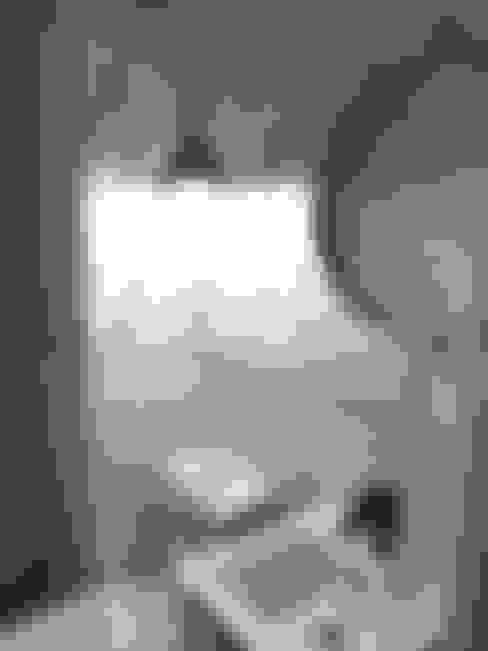 RESULTADO REMODELACION BAÑO DE VISITAS EN DEPARTAMENTO VIÑA DEL MAR:  de estilo  por R-Innovare / Diseño de interiores y Arquitectura / Santiago y Viña del mar