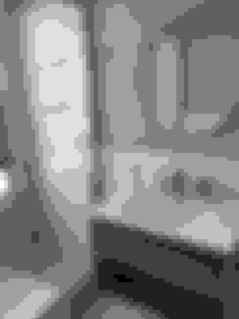 RESULTADO REMODELACION BAÑO ESTILO MODERNO VINTAGE  EN DEPARTAMENTO VIÑA DEL MAR:  de estilo  por R-Innovare / Diseño de interiores y Arquitectura / Santiago y Viña del mar