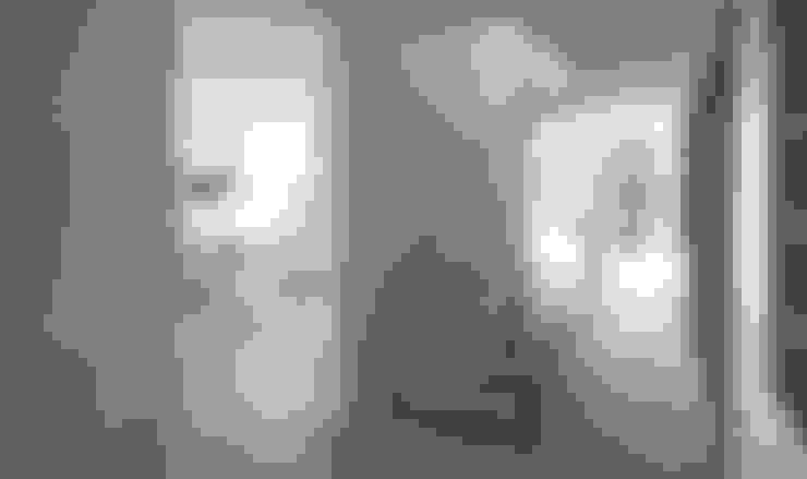 Corridor & hallway by designyougo - architects and designers