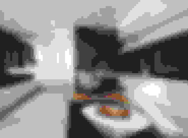 Ruang Keluarga by Angelina Alekseeva