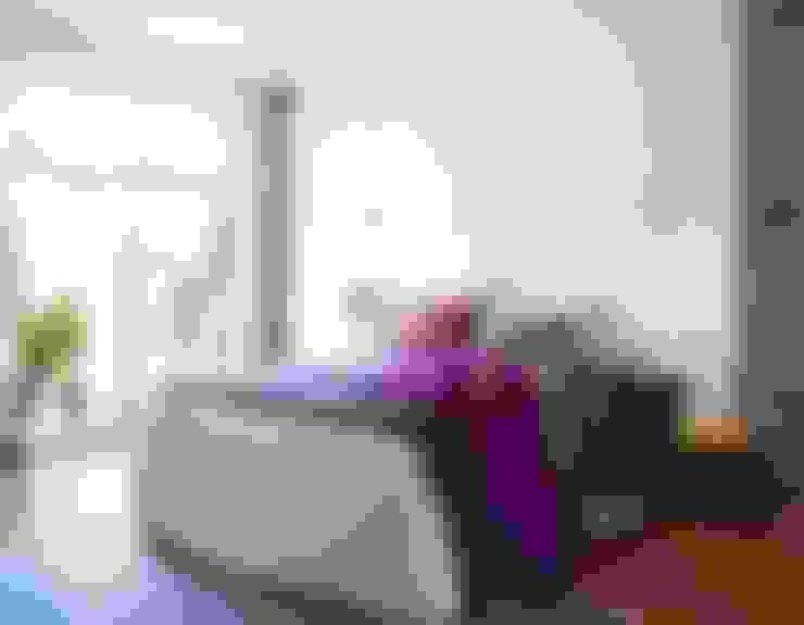 Спальни в . Автор – decoraCCion