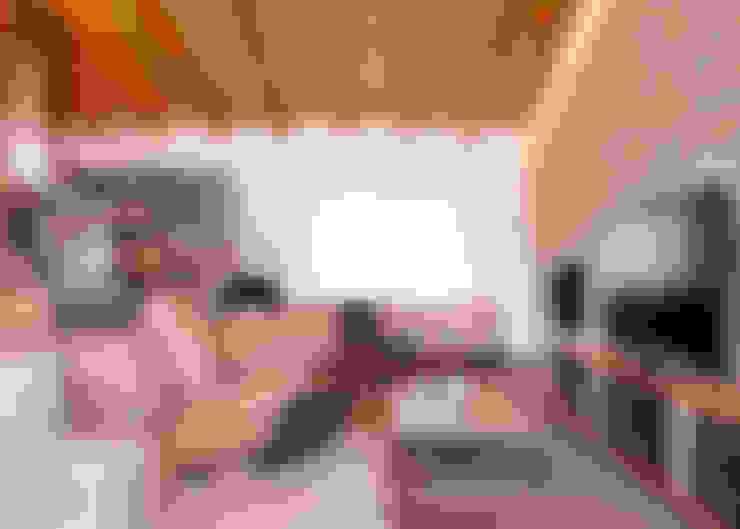 Salas de estilo  por The Room Studio