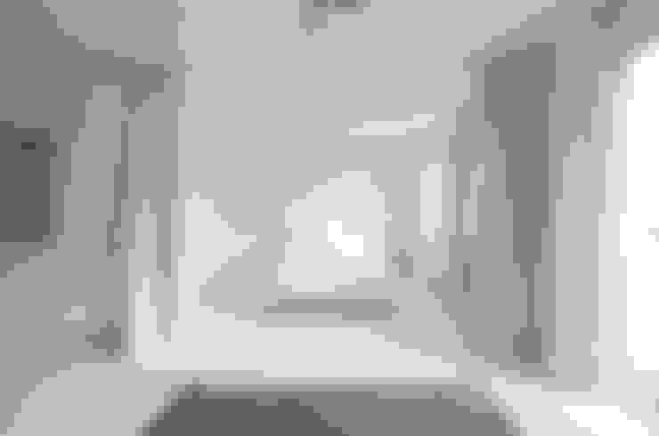 Phòng ngủ by Alexander John Huston