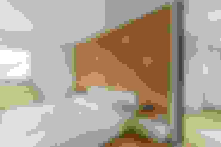 Camera da letto in stile  di LUXHAUS Vertrieb GmbH & Co. KG