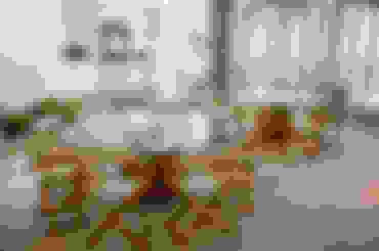 Residencia Beira mar: Sala de estar  por Renato Teles Arquitetura