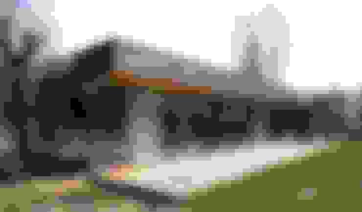 War House: Maisons de style  par Allegre + Bonandrini architectes DPLG