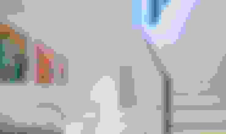 Corredores e halls de entrada  por monovolume architecture + design