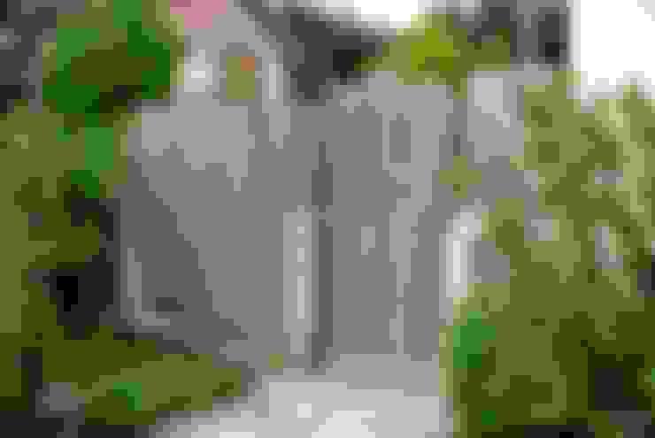 Edelstahl Atelier Crouse - individuelle Gartentoreが手掛けた庭