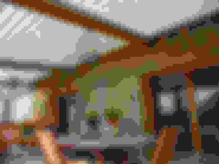 La PERGOLA BIOCLIMATIQUE par SOLISYSTEME: Toiture en appentis de style  par SOLISYSTEME