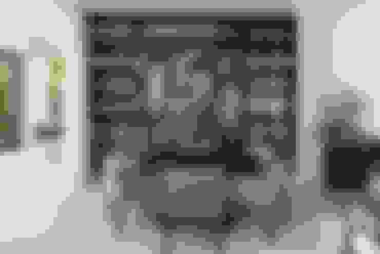 Modern Caribbean Villa:  Dining room by Wilkinson Beven Design