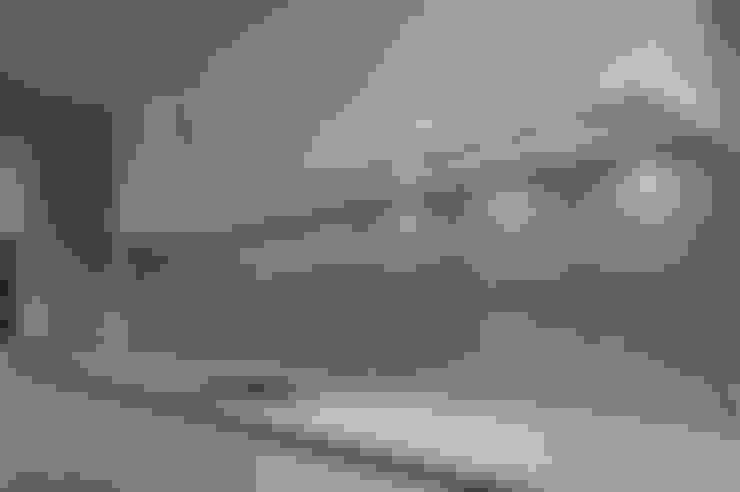 Bathroom by CreoGlass Design Ltd