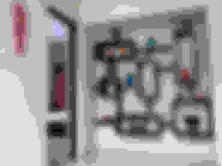 Salas / recibidores de estilo  por Cozy Nest Interiors