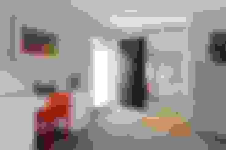 Maisons de style  par Residence Interior Design Ltd