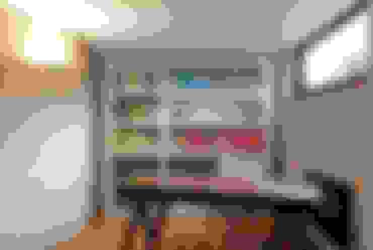 Projekty,  Domy zaprojektowane przez Residence Interior Design Ltd